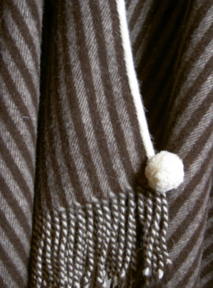The Horsemans Wool Poncho - Brown Detail